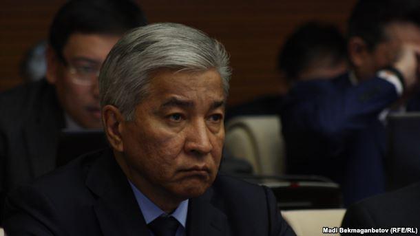 Имангали Тасмагамбетов, министр обороны Казахстана на первом заседании мажилиса парламента шестого созыва. Астана, 25 марта 2016 года.